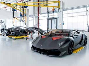 L'ascensore IdealPark solleva le Lamborghini